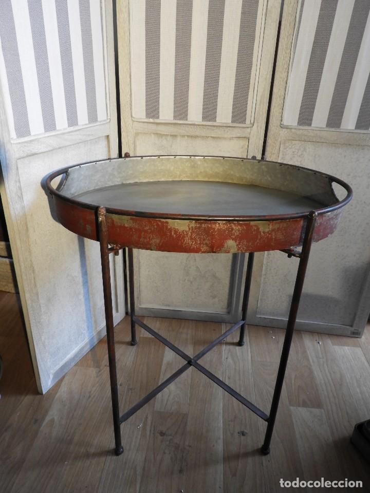 Antigüedades: MESA O BANDEJA CON PATAS METALICAS - Foto 5 - 115023247