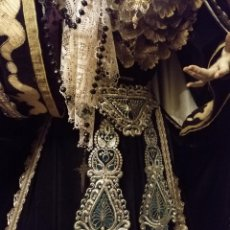 Antigüedades: CINTURILLA FAJIN BORDADO LENTEJUELAS TERCIOPELO VERDE OSCURO VIRGEN TAMAÑO NATURAL SEMANA SANTA. Lote 133290510