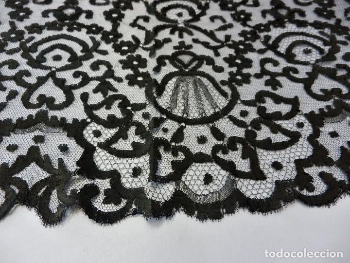 Antigüedades: 5001 Gran mantilla s XIX bordada a mano 220x88 cm - Foto 5 - 115098239