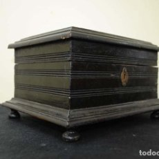 Antigüedades: CAJA ANTIGUA DE MADERA TALLADA . Lote 115128767