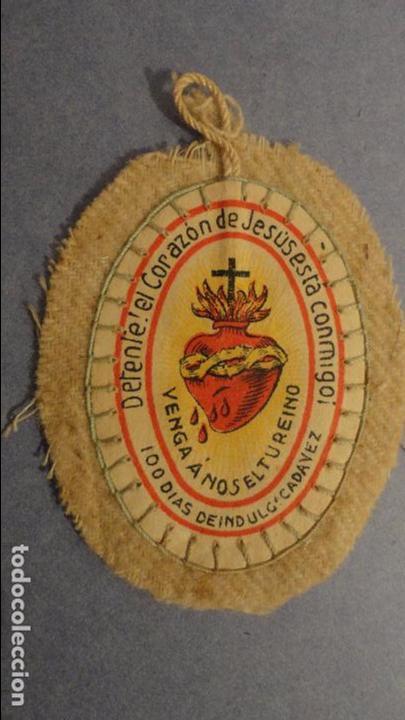 ANTIGUO ESCAPULARIO DETENTE EL CORAZON DE JESUS ESTA CONMIGO. (Antigüedades - Religiosas - Escapularios Antiguos)