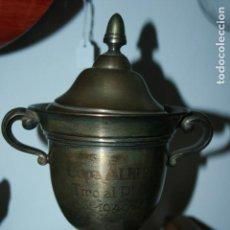 Antigüedades: COPA METÁLICA TIRO AL PLATO AÑO 1949 COPA ALBERDI. FALTA LIMPIEZA. MIDE 21 X 15 CMS.. Lote 191090090