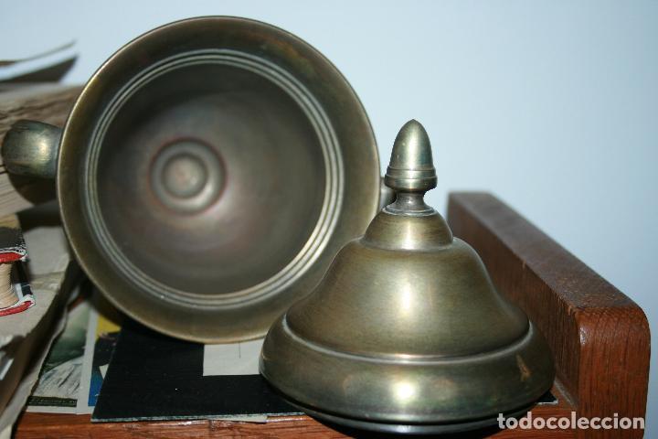 Antigüedades: copa metálica tiro al plato año 1949 copa alberdi. falta limpieza. mide 21 x 15 cms. - Foto 2 - 191090090