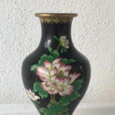 Antigüedades: JARRON EN METAL POLICROMADO. CLOISONE. SIGLO XX.. Lote 115160043