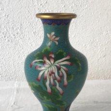 Antigüedades: JARRON EN METAL POLICROMADO. CLOISONE. SIGLO XX.. Lote 115160163