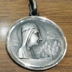 Antigüedades: MEDALLA ESCAPULARIO MONTSERRAT - SAGRADO CORAZON - 25MM. Lote 115164251
