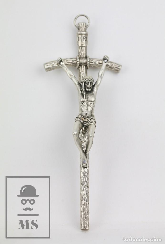 CRUCIFIJO DE METAL DE TONO PLATEADO - CRUCIFIXIÓN - ITALY / ITALIA - MEDIDAS 5,5 X 3 X 15 CM (Antigüedades - Religiosas - Crucifijos Antiguos)