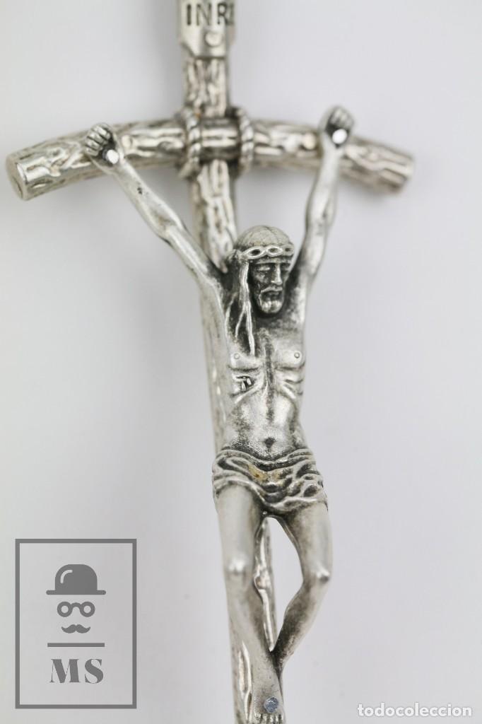 Antigüedades: Crucifijo de Metal de Tono Plateado - Crucifixión - Italy / Italia - Medidas 5,5 x 3 x 15 cm - Foto 2 - 115174507