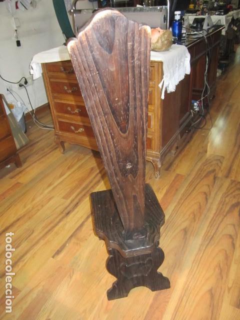 Antigüedades: Original silla de madera rústica, con respaldo alto y asiento bajo. 28 x 35 x 105 cms .altura - Foto 3 - 115185155
