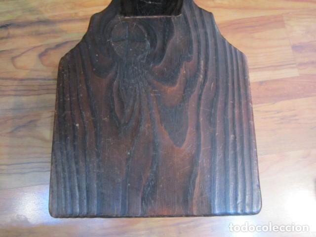 Antigüedades: Original silla de madera rústica, con respaldo alto y asiento bajo. 28 x 35 x 105 cms .altura - Foto 5 - 115185155