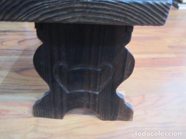 Antigüedades: Original silla de madera rústica, con respaldo alto y asiento bajo. 28 x 35 x 105 cms .altura - Foto 6 - 115185155
