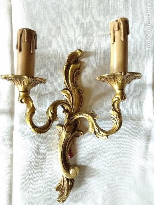 Antigüedades: Pareja de apliques en bronce dorado estilo Luis XV - Foto 2 - 115187323
