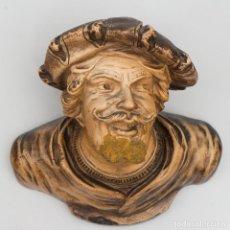 Antigüedades: MENSULA ANTIGUA EN BARRO POLICROMADO DE PERSONAJE ANTIGUO. Lote 115190635