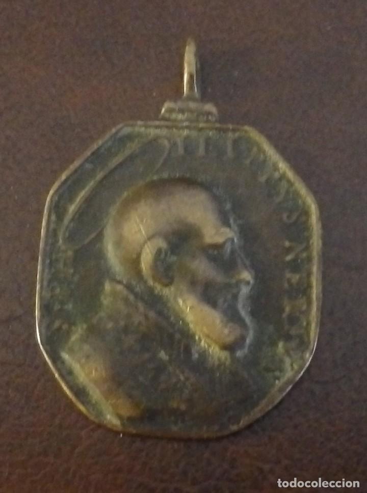 RARA Y BONITA MEDALLA RELIGIOSA DE S. FELIPE NERI, REVERSO SANTA TRINIDAD SIGLO XVII - XVIII, BRONCE (Antigüedades - Religiosas - Medallas Antiguas)
