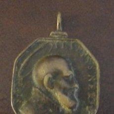 Antigüedades: RARA Y BONITA MEDALLA RELIGIOSA DE S. FELIPE NERI, REVERSO SANTA TRINIDAD SIGLO XVII - XVIII, BRONCE. Lote 115226103
