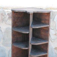 Antigüedades: ANTIGUA ESTANTERIA REPISA ESQUINERA COLGAR PARED MADERA 45,5CM. Lote 115250335