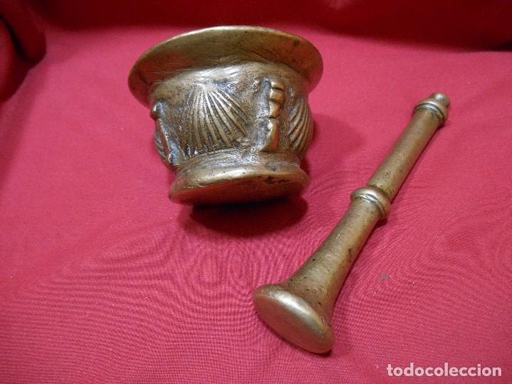 ALMIREZ DE BRONCE CON RELIEVES DE CONCHAS Y 4 COSTILLAS - SIGLO XVIII - (Antigüedades - Técnicas - Rústicas - Utensilios del Hogar)