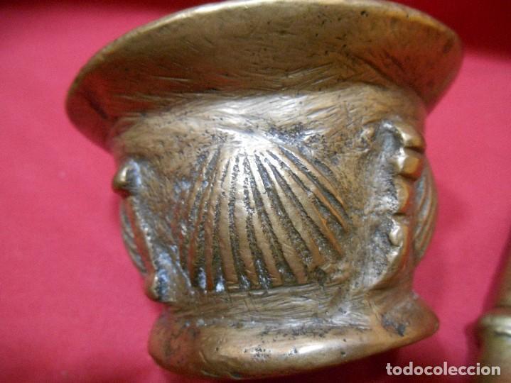 Antigüedades: ALMIREZ DE BRONCE CON RELIEVES DE CONCHAS Y 4 COSTILLAS - SIGLO XVIII - - Foto 2 - 115253851