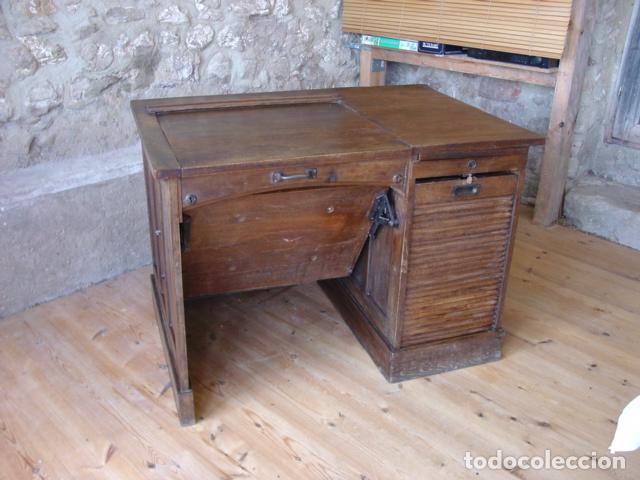 Antigüedades: Mueble Escritorio Escamoteable con Persiana para Máquina de Escribir. Dimensiones 78x110x73,5 cm. - Foto 3 - 115255743