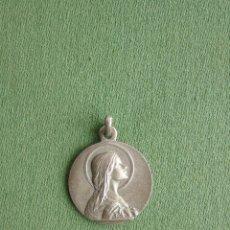 Antigüedades: MEDALLA DE LA VIRGEN NIÑA. EL AMOR A MARÍA ES MI PREMIO. J M.. Lote 115330523