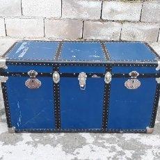 Antigüedades: BAUL ANTIGUO DE CHAPA METÁLICA CON REMACHES, BAUL ANTIGUO DE METAL RETRO VINTAGE, ARCÓN ARCA ANTIGUA. Lote 115345091