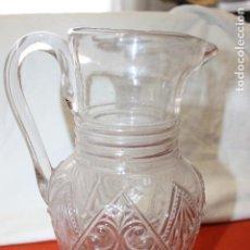 Antigüedades: ANTIGUA JARRA DE AGUA, EN CRISTAL PRENSADO CON RELIEVE. Lote 115404831