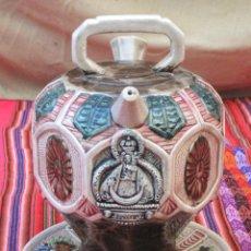 Antigüedades: BOTIJO Y PLATO ANTIGUOS EN CERAMICA CON RELIEVE : VIRGEN DE LA CABEZA PATRONA DE ANDUJAR ( JAEN ). Lote 115405583