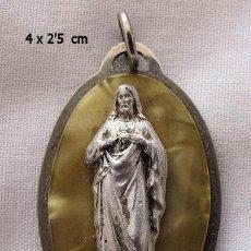 Antiquités: MEDALLA ANTIGUA EN RELIEVE SAGRADO CORAZON DE JESUS. Lote 115408379