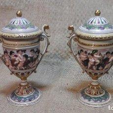 Antigüedades: PAREJA DE COPAS EN PORCELANA DE CAPODIMONTE . PRINCIPIOS SIGLO XX. Lote 115425203