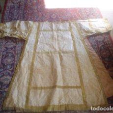 Antigüedades: CASULLA CON DALMATICA Y BORDADOS ORO XIX. Lote 115472315