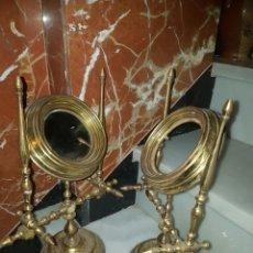 Antigüedades: PRECIOSA PAREJA DE ESPEJOS DE SOBREMESA PARA TOCADOR. Lote 115482203