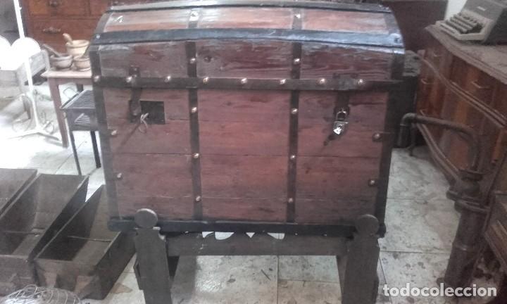 PRECIOSO BAUL GRANDE COMPLETO Y FUNCIONANDO LAS LLAVES. TIENE BURRILLA (Antigüedades - Muebles Antiguos - Baúles Antiguos)