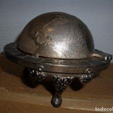 Antigüedades: CENICERO GLOBO TERRÁQUEO BOLA DEL MUNDO CON HORÓSCOPOS. Lote 115513351