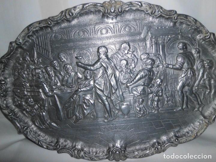 Antigüedades: Bandeja de peltre con escena época Isabelina - Foto 2 - 115522051