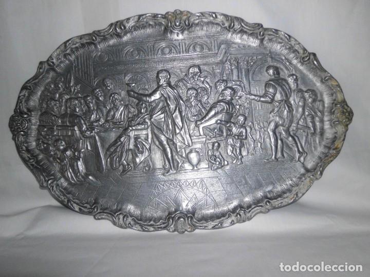 Antigüedades: Bandeja de peltre con escena época Isabelina - Foto 3 - 115522051