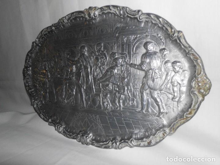 Antigüedades: Bandeja de peltre con escena época Isabelina - Foto 6 - 115522051