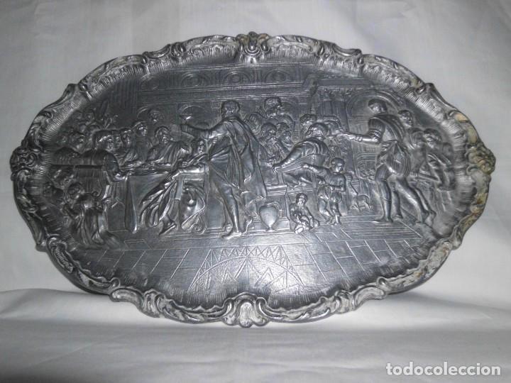 Antigüedades: Bandeja de peltre con escena época Isabelina - Foto 4 - 115522051