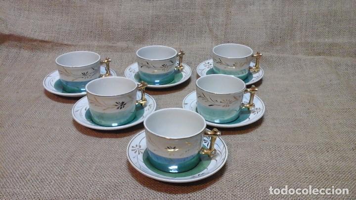 TAZAS CON PLATOS MODERNISTAS . 1920 (Antigüedades - Porcelanas y Cerámicas - Manises)
