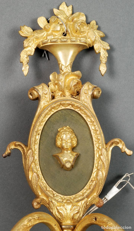 Antigüedades: Pareja de apliques bronce dorado y medallón estilo Luis XVI recien cableados - Foto 2 - 115551959