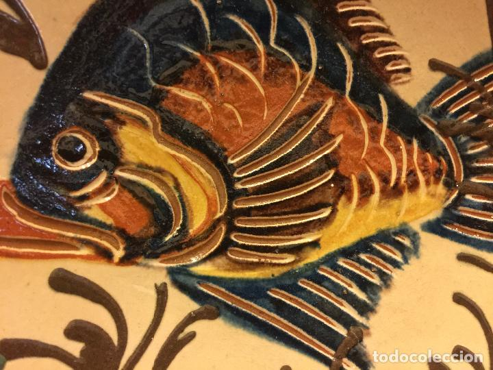 Antigüedades: Plato de Ceramica catalana de La Bisbal. Firma en dorso L Salomo - PEZ. Ver mas fotos. Impecable - Foto 5 - 115559195