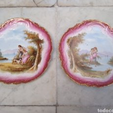 Antigüedades: PAREJA DE PLATOS PORCELANA SIGLO XIX PINTADOS A MANO. Lote 115559408