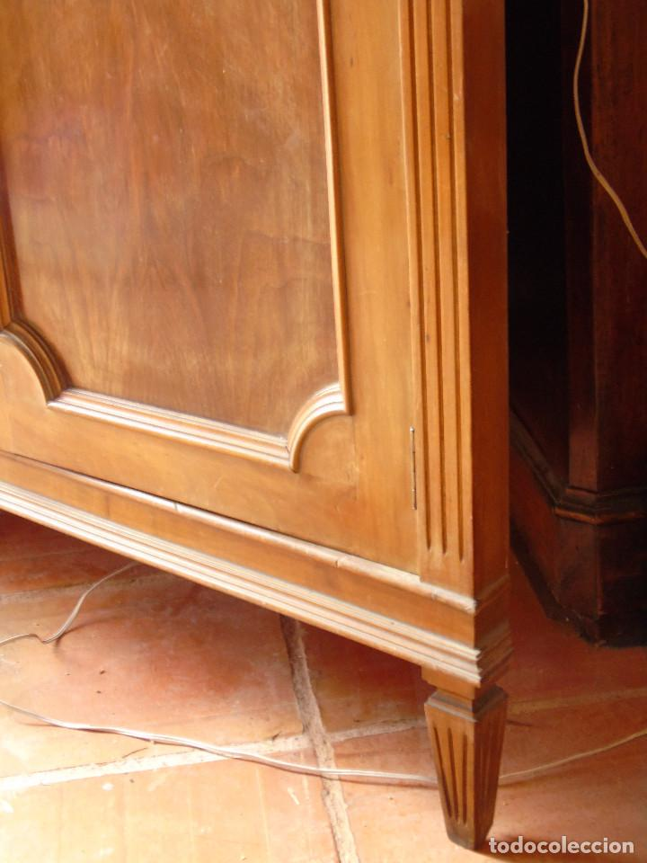 Antigüedades: ANTIGUA VITRINA ESQUINERA. MADERA Y CRISTAL PARTE INFERIOR MUEBLE-BAR CON ESPEJOS.CON LUZ. - Foto 8 - 115559903