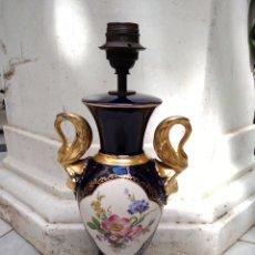 Antigüedades: PIE DE LÁMPARA DE PORCELANA AZUL Y DORADA SIGLO XX. Lote 115568018