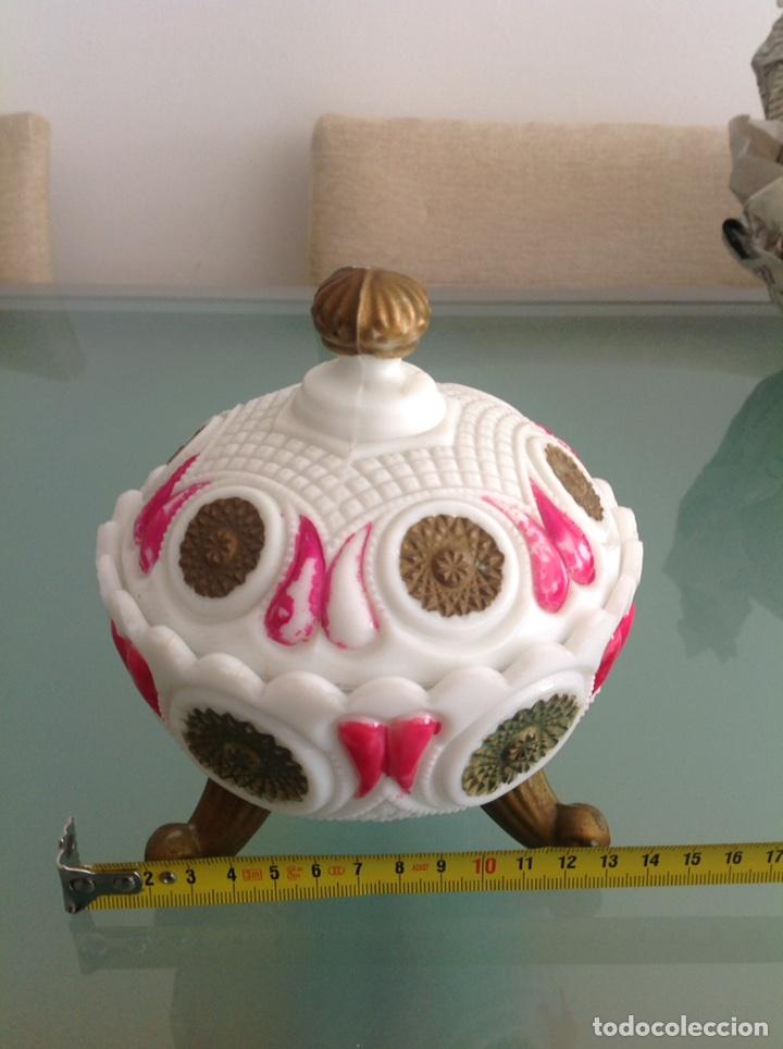 BOMBONERA OPALINA BLANCA PINTADA (Antigüedades - Porcelanas y Cerámicas - Otras)