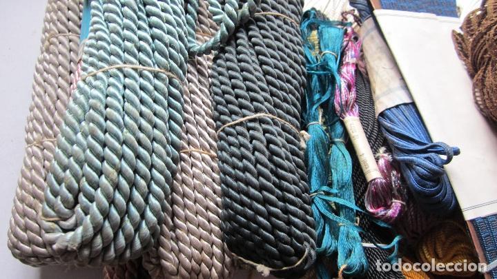 Antigüedades: 40 Piezas de antiguos cordones,cintas y pasamanerias diferentes texturas y medidas - Foto 3 - 115591167