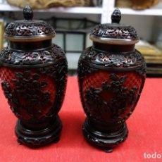 Antigüedades: PAREJA DE JARRONES DE LACA CHINA DE LOS AÑOS 40. Lote 115592827