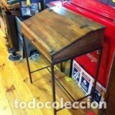 Antigüedades: MUEBLE AUXILIAR DE ROBLE CON CERRADURA Y LLAVE. ANTIGUO COMERCIO.. Lote 113390319