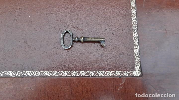 Antigüedades: Escritorio antiguo estilo inglés. Mesa de despacho antigua cuero marrón. - Foto 5 - 115624943