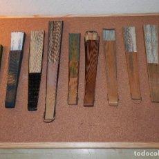 Antigüedades: VINTAGE, COLECCION 9 ABANICOS, MADERA LACADA Y DECORADOS A MANO, ALGUNO LITIGRAFIADO, BUEN ESTADO. Lote 115629843