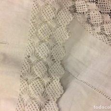 Antiquitäten - Antigua sabana de algodon, con iniciales bodadas y preciosa punta y funda almohada a juego. Leer mas - 115707015